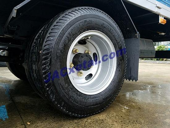 Lốp sau xe tải jac 8,4 tan
