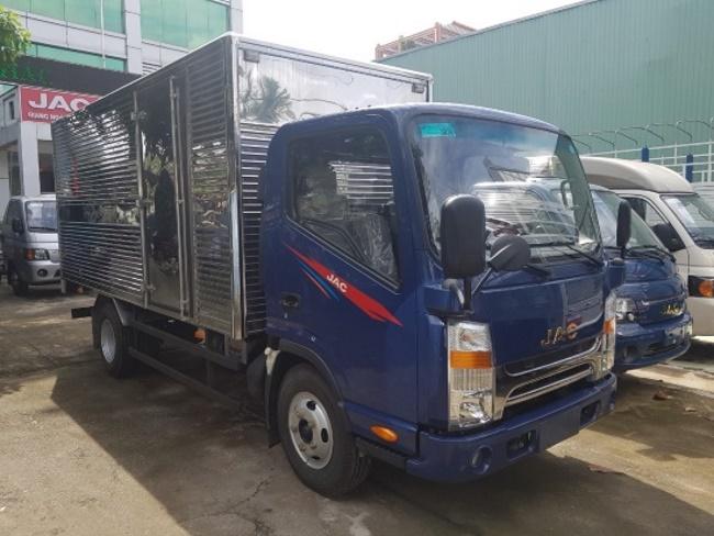xe tai jac N350 thùng kín màu xanh