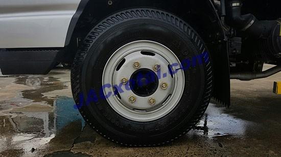 Lốp trước xe tai jac 4,95 tan