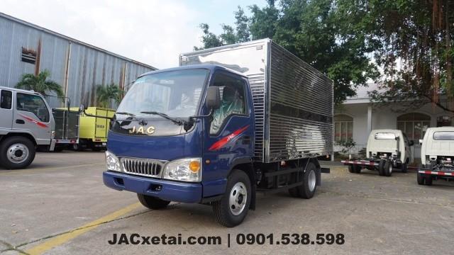 xe tai jac L250 thùng kín màu xanh